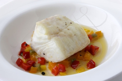 Steamed halibut with bell pepper: